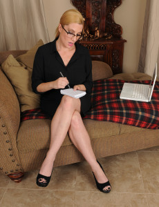 Hot  Blond Haired 40 Year Old Secretary Jennifer Hottest  Opening Up Her Tiny Labia
