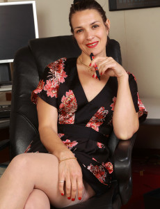 Super Horny 41 Year Old Fefe from  Milfs30 Playing the Ideal Office Milf