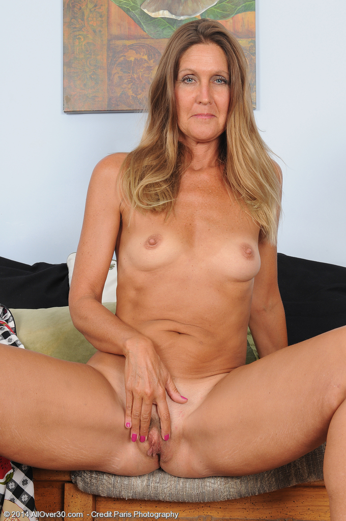 Naked 50 Yr Old Pussy