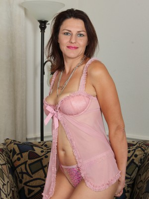 41 year old plus hot joana jakes glides from her pinkish knickers here