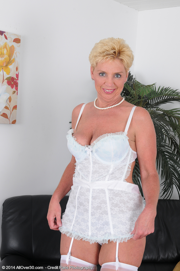 Curvy 31 Year Old Rye Erotic Dance Nude - Only Over 30 Milfs