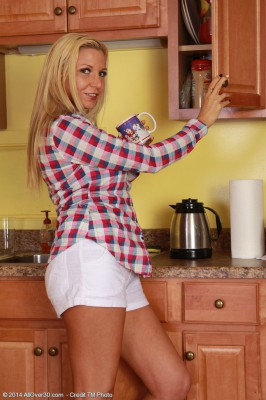 After Loving a Cup of Coffee  Super Horny Jessica Taylor Enjoys Her Box