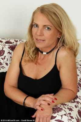 Horny 47 Year Old Britney from Allover30 Finering Her Mature Pussy