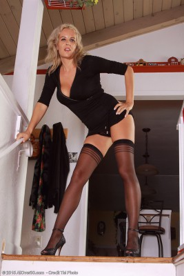 37 Yr Old Olga D from  Milfs30 Stretches the Lady Longer  Old Hips Here